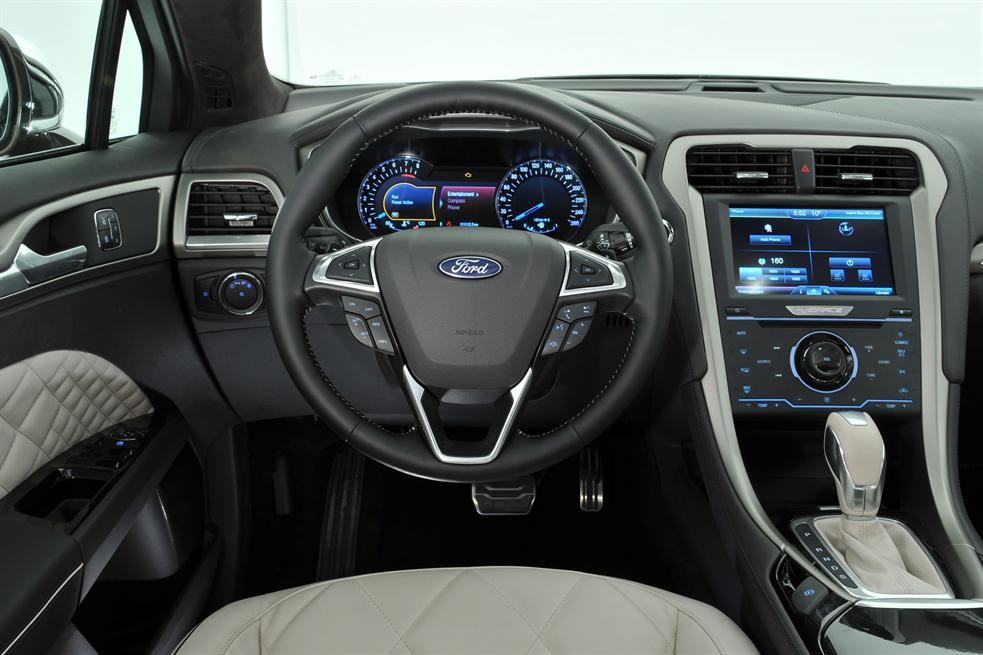 Ford_Mondeo_Vignale_interior