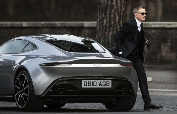 James Bond och hans Aston Martin DB10 i filmen Spectre