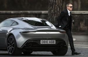 James Bond och hans Aston Martin DB10 i filmen Spectre